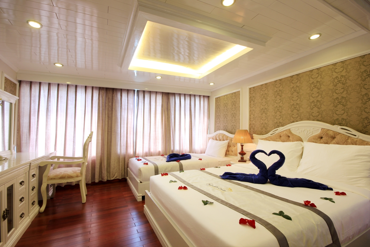 Signature Halong Cruise